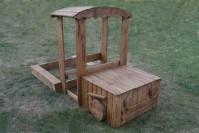 Деревянная песочница-машинка