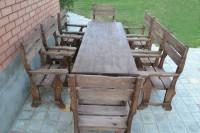 Обеденный стол и кресла из дерева