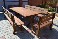 Деревянный стол и лавки из дерева