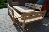 Деревянный стол и лавки