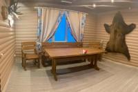 Стол, скамейка, кресла из дерева в комнате отдыха в бане, цвет орех