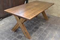 Обеденный стол из массива дерева, цвет орех