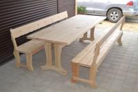 Садовая мебель из дерева: стол и две скамейки