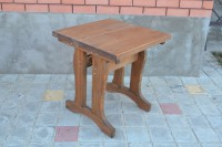 Столик из дерева для дома и дачи