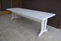 Деревянный садовый стол белого цвета