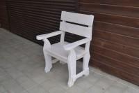 Белое кресло из дерево - стильный выбор!