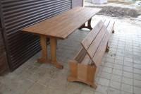 Мебель из дерева, стол и лавки