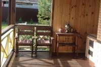 Кресла и столик из дерева