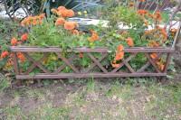 Заборчик ограждение для клумбы из дерева
