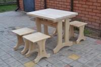 Садовая мебель из дерева, стол и табуреты